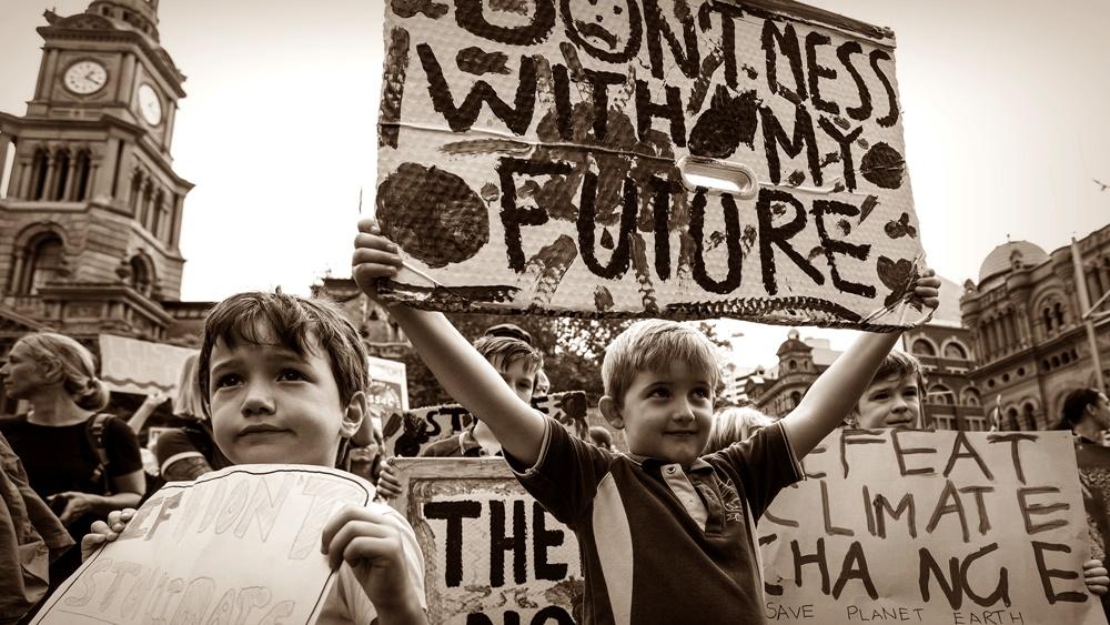 Hukum Melibatkan Anak Dalam Demo